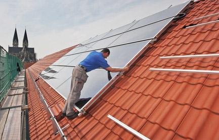 installateur de panneaux solaires dans la copropriété